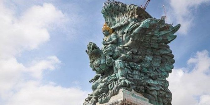 Presiden RI, Joko Widodo (Jokowi) meresmikan patung setinggi 121 M yang diberikan nama Garuda Wisnu Kencana (GWK).