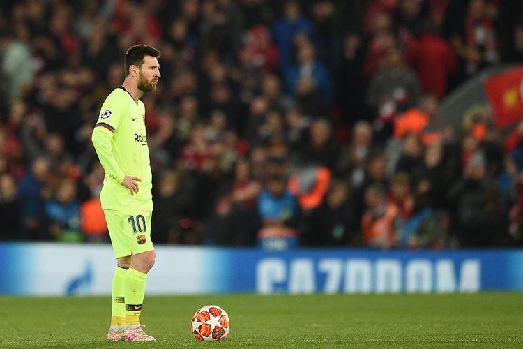 Lionel Messi Disoraki Oleh Para Penggemar Barcelona Saat di Bandara John Lennon